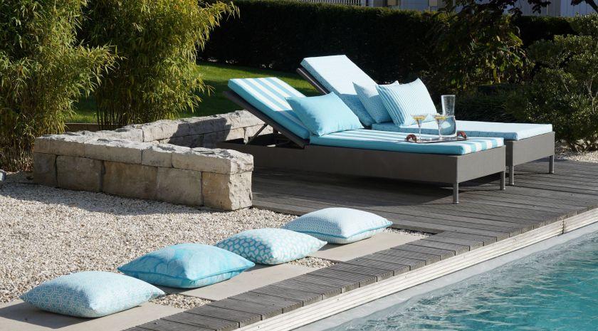 Pool mit Liegen - Höpke Outdoorstoffe
